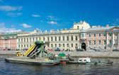 Cleaning the bottom of Fontanka river using dredger — Stock Photo