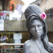 Постер, плакат: Amy Winehouse statue