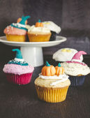 Cupcakes decorated with fondant — Stock Photo