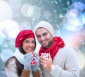 Winter couple holding mugs — Stockfoto