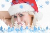 žena nosí klobouk santa — Stock fotografie