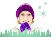 Freezed woman wearing cap and gloves — Stock Photo