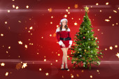 性感的圣诞老人女孩微笑着相机 — 图库照片