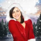 サンタの服で笑っているかわいい女の子 — ストック写真