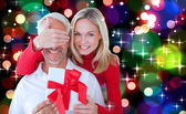 Loving couple with gift — Stock Photo