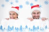 Festlig unga paret ler mot kameran — Stockfoto