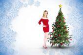 Menina bonita sorrindo com roupa de Papai Noel — Fotografia Stock