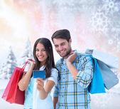 Par med kassar och påsar — Stockfoto
