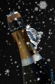 Toppen av flaska champagne med rippade folie — Stockfoto
