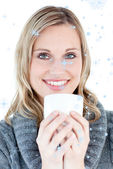 Smiling woman drinking a hot coffee — Foto de Stock