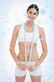 Mujer delgada con una cinta métrica — Foto de Stock