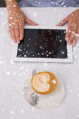 Digital tablet and coffee on table — Foto Stock