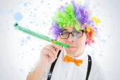 Hipster wearing rainbow wig — Stockfoto
