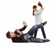 Woman throwing roses at man — Foto Stock