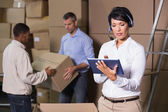 Warehouse manager using tablet — Foto de Stock