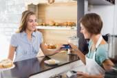 Barista serving a happy customer — Foto de Stock