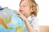 Student learning geography with globe — Foto de Stock