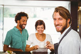 Barista talking with two customers — Stock Photo