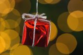 Red christmas gift decoration hanging — Stockfoto