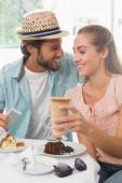 Happy couple enjoying coffee and cake — Stock Photo
