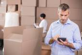 Warehouse manager using his calculator — Foto Stock