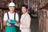 Warehouse worker and manager using tablet — Foto Stock
