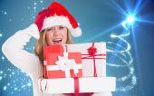 Immagine composita di festivo biondo della holding mucchio dei regali — Foto Stock