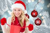 Happy festive blonde with shopping bag — Foto de Stock