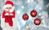 Złożony obraz kobieta świąteczny prezent — Zdjęcie stockowe