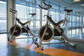 Spin bikes in fitness studio — Stock Photo