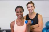 Personal trainer and client smiling at camera — Foto Stock