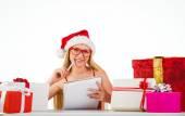 Blonde festive écrire sa liste de Noël — Photo