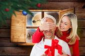 Loving couple with gift — Zdjęcie stockowe