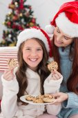 Festive mother and daughter on the couch with cookies — Stockfoto