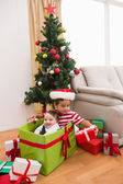 Cute boy and baby brother at christmas — Stockfoto