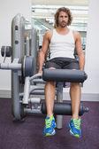 Man doing leg workout at gym — Foto de Stock