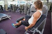 Man doing leg workout at gym — Foto Stock