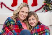 Festive mother and daughter wrapped in blanket — ストック写真