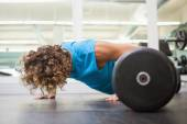 Man doing push ups in the gym — Stock Photo