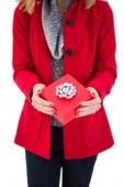 Blonde festivo che tiene regalo rosso — Foto Stock