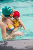 Mother and baby at swimming pool — Stock Photo