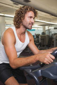 Man working out on exercise bike — Stockfoto