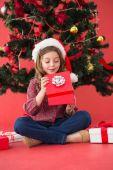 Festive little girl opening a gift — Stock fotografie