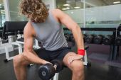 Man exercising with dumbbell in gym — 图库照片