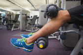 Man doing leg workout at gym — Stock fotografie
