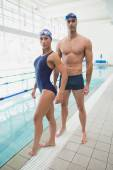 Male and female swimmers by pool — Zdjęcie stockowe