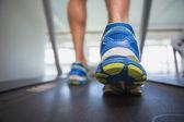 Man running on treadmill in gym — Stock fotografie