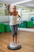 Woman doing fitness exercise in fitness studio — Stock Photo