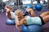 Fit couple doing abdominal crunches at gym — Stock Photo