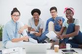 Junge kreativteam brainstorming zusammen — Stockfoto